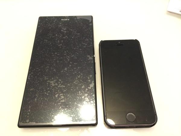 究極に大きいスマホのXperia Z UltraをiPad miniと並べてみた