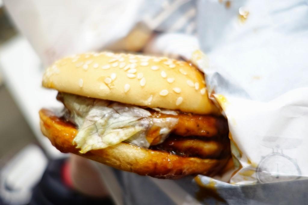 話題のマクドナルドに異物混入チェック!ダブルてりやきマックバーガーを頼んだらヒドかった