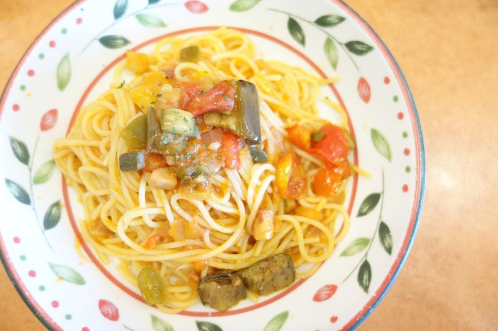 彩り野菜のトマトソーススパゲッティ