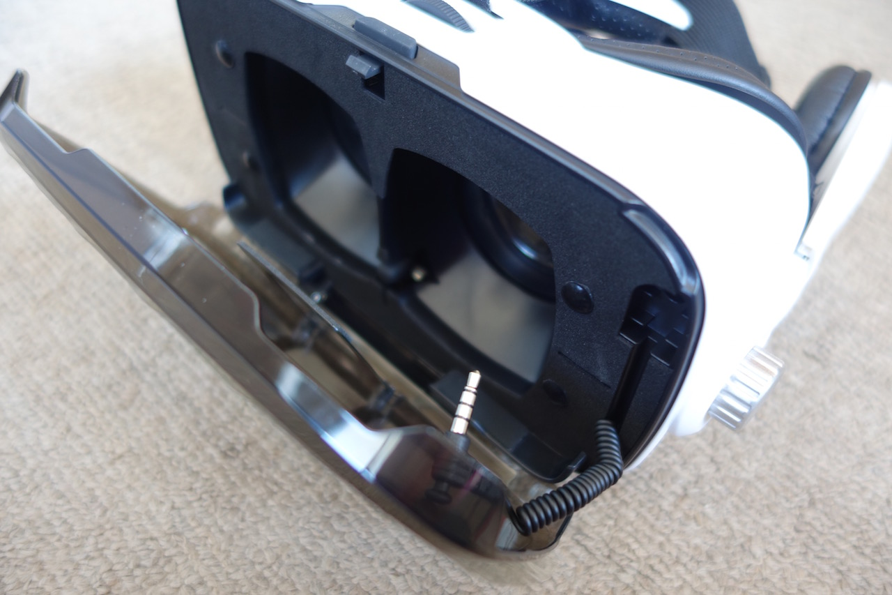 スマホ対応のLUPHIE 3D VRゴーグルというVRメガネを買ったけどiPhoneとの相性悪すぎ
