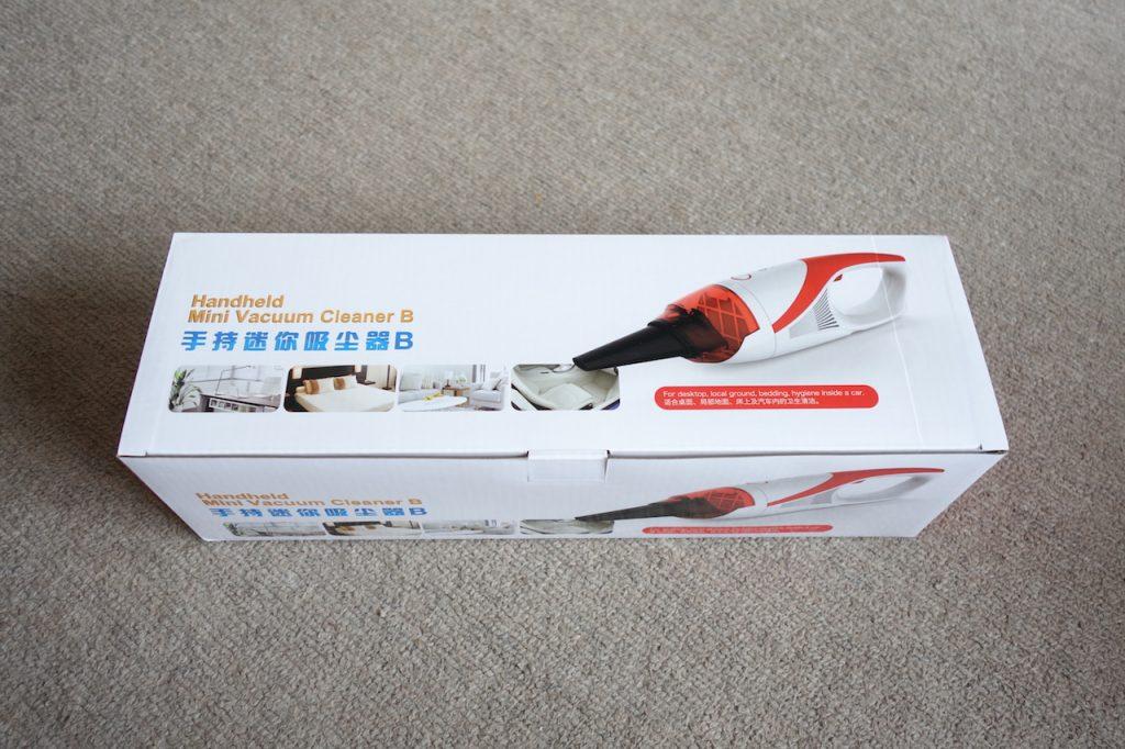 部屋のちょっとしたゴミやホコリをいつでも掃除できるようにUSB充電式のハンディ掃除機を買ってみた
