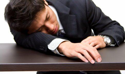 寝不足で今にも倒れそうな人は優先座席に座ってもいいのか?