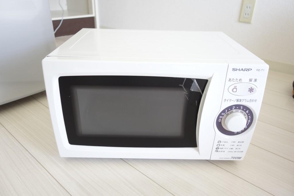 ワンルームで一人暮らしなら激安の電子レンジ SHARP 60Hz RE-T1W-6 がサイズ的にもちょうどいいぞ!早速レビュー