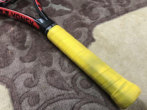 テニス初心者がグリップテームの貼り方動画を見ながら初めて自分で張り替えてみた!
