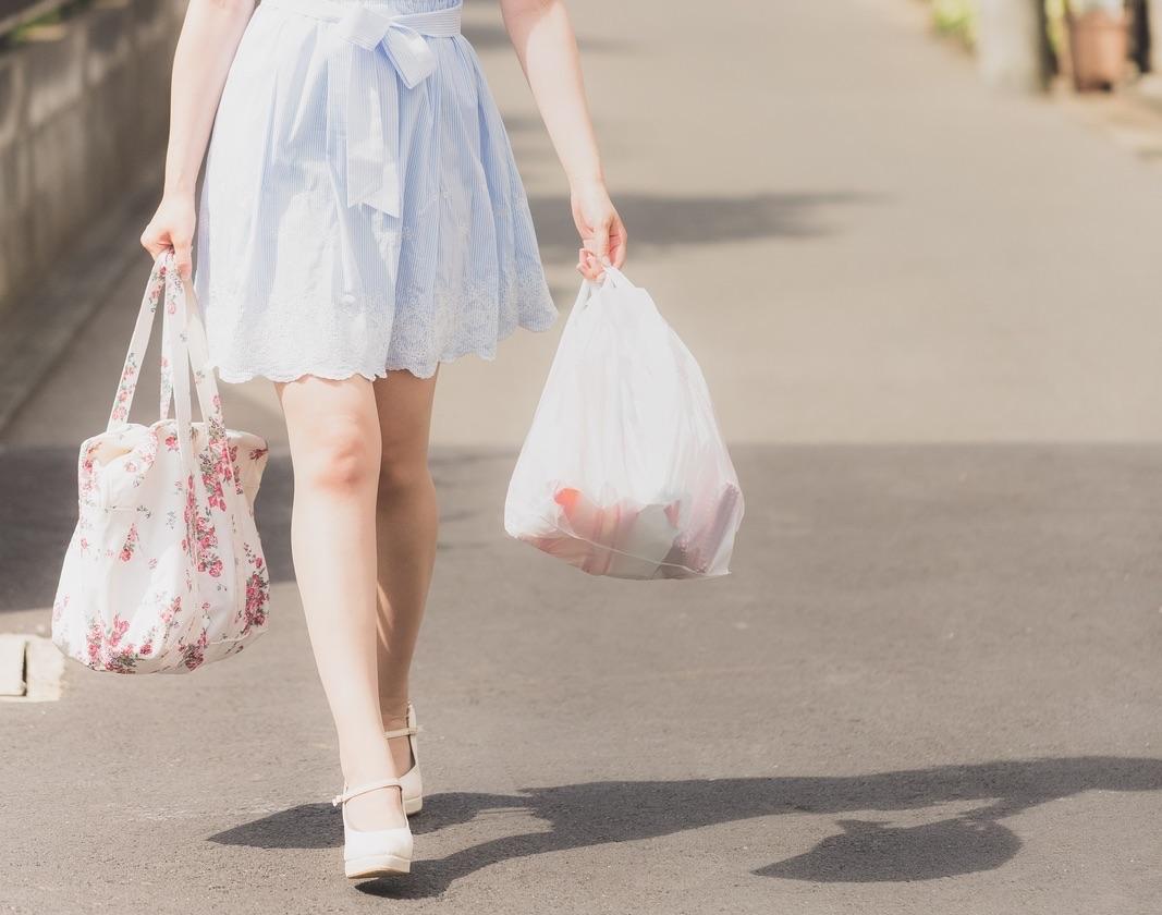 スーパーの有料レジ袋は地球の環境のことを考えているわけではないと思う