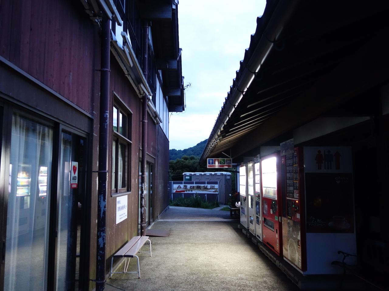 車中泊一泊目は「道の駅 舟屋の里 伊根」商店でビール買ってきた