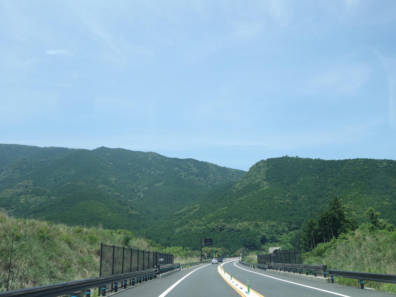 七里御浜も熊野の山々も4kmあるトンネルも三重ならではの景色だ