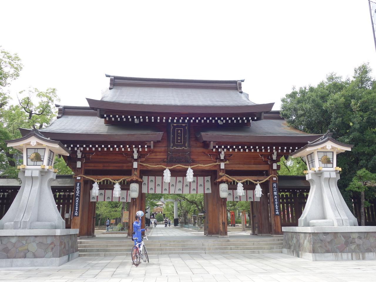 大都会神戸!ムリヤリ最後の観光スポットにした湊川神社で結婚式してたよ!