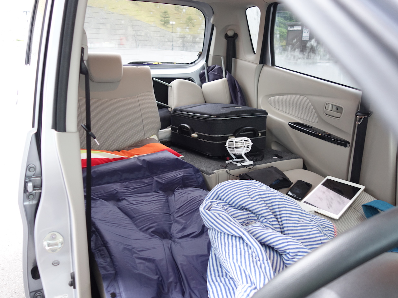 気軽に車中泊できる自動拡張式エアーマットが便利すぐる!キャンプでも大活躍