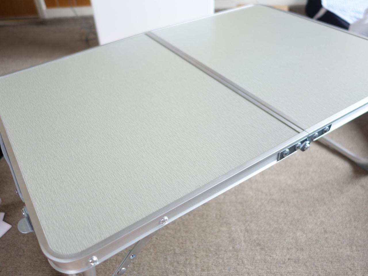 キャンプで使えそうな小さい折りたたみのアウトドアテーブルを買ってみた